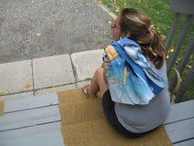 Femme sur un pencher images libres de droits