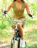 Femme sur un vélo Photos stock