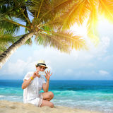 Femme sur une plage Image libre de droits