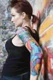 Femme tatouée sexy. Image libre de droits