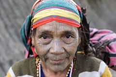 Femme tattoed par tribu de Chin (Yin Duu) Photo stock