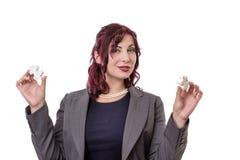Femme tenant des morceaux de puzzle Image libre de droits