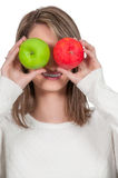Femme tenant des pommes photographie stock