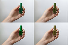 Femme tenant des vernis à ongles Moutarde, vert et emeraldshades de collection de vernis à ongles Longs clous de nature Voir les  Photos stock
