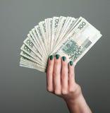 Femme tenant l'argent Photos stock