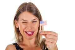 Femme tenant le drapeau des Etats-Unis Photo stock