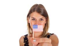 Femme tenant le drapeau des Etats-Unis Images stock