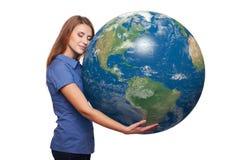 Femme tenant le globe de la terre Photos libres de droits