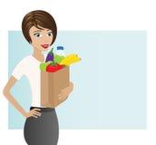 Femme tenant le sac avec les épiceries saines Photo libre de droits