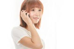 Femme tenant le téléphone portable Photographie stock libre de droits