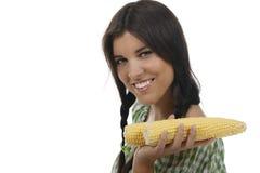 Femme tenant un épi de maïs Photographie stock libre de droits