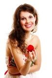 Femme tenant un présent avec la bague de fiançailles Photos stock