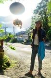 Femme thaïlandaise de portrait dans le temps de matin chez chez Phang Nga Thaïlande Photographie stock