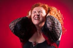 Femme tirant son cheveu image libre de droits