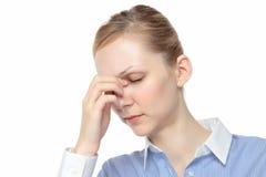 Femme touchant les larmes images stock