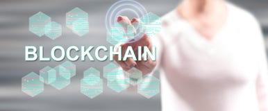 Femme touchant un concept de blockchain image libre de droits