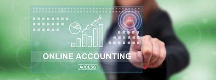 Femme touchant un concept de comptabilité en ligne illustration libre de droits