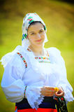 Femme traditionnelle de Maramures Roumanie Photos stock