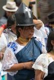 Femme traditionnellement habillée de Kichwa dans Cotacachi Equateur Photographie stock libre de droits