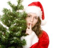 Femme tranquille du père noël près d'arbre de sapin de Noël photographie stock