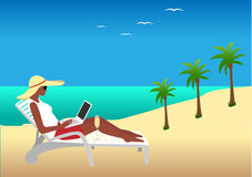 Femme travaillant à la plage Images stock