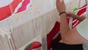 Femme travaillant au manche banque de vidéos