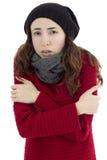 Femme tremblant en raison du froid images libres de droits