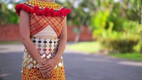 Femme tribale d'Iban avec les vêtements traditionnels banque de vidéos