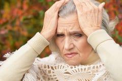 Femme triste avec le mal de tête Image stock