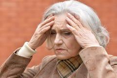 Femme triste avec le mal de tête Photos stock