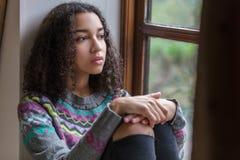 Femme triste d'adolescent d'Afro-américain de métis photographie stock libre de droits