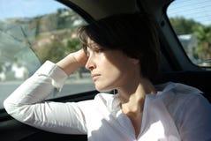 Femme triste dans le véhicule photographie stock libre de droits