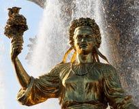 Femme Ukraine de symbolisation - une partie de l'amitié de fontaine de N Photo stock