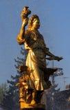 Femme Ukraine de symbolisation - une partie de l'amitié de fontaine de N Image stock