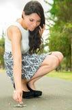 Femme utilisant la jupe à la mode et élégant chics Photographie stock