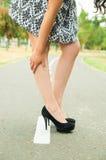 Femme utilisant la jupe à la mode et élégant chics Photographie stock libre de droits