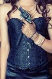 Femme utilisant le corset noir Photographie stock
