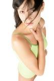 Femme utilisant les sous-vêtements verts Photographie stock libre de droits