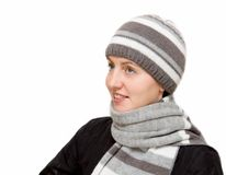 Femme utilisant une écharpe de laines photo stock