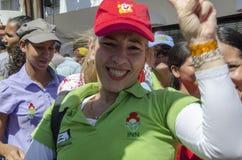 Femme vénézuélienne célébrant une marche politique image stock