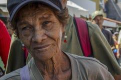 Femme vénézuélienne pluse âgé dans une marche politique photo libre de droits