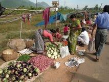 Femme vendant des pommes de terre Image libre de droits