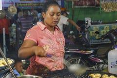 Femme vendant la nourriture Photos libres de droits