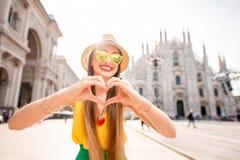 Femme voyageant à Milan photographie stock