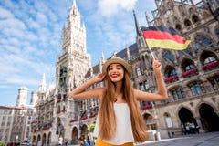 Femme voyageant à Munich images stock