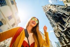 Femme voyageant à Vienne images libres de droits