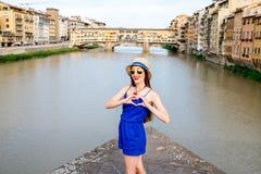 Femme voyageant dans la ville de Florence Image stock