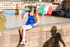 Femme voyageant dans la ville de Florence Photos stock