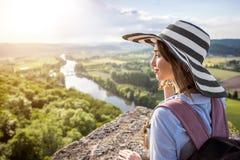 Femme voyageant dans les Frances Image libre de droits