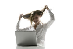 Femmes à l'ordinateur que vous tirez le cheveu Image libre de droits